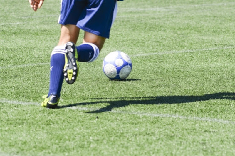 サッカー少年の後ろ姿