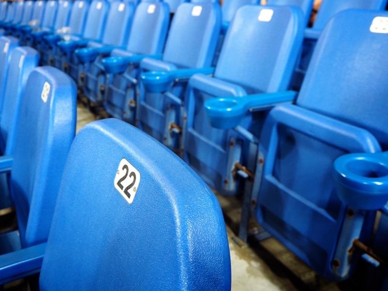 スタジアムの観客席