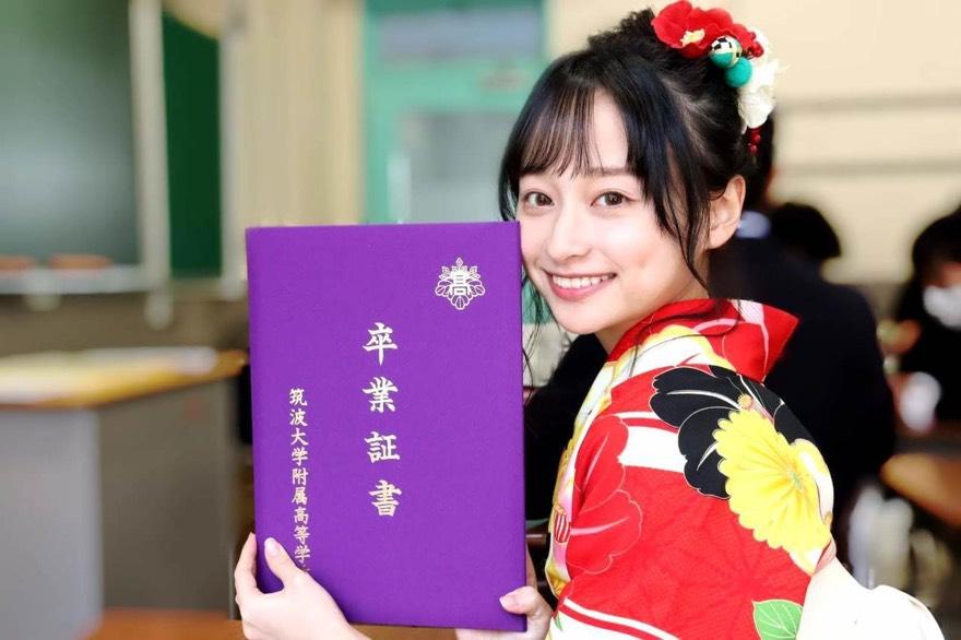 影山優佳卒業式