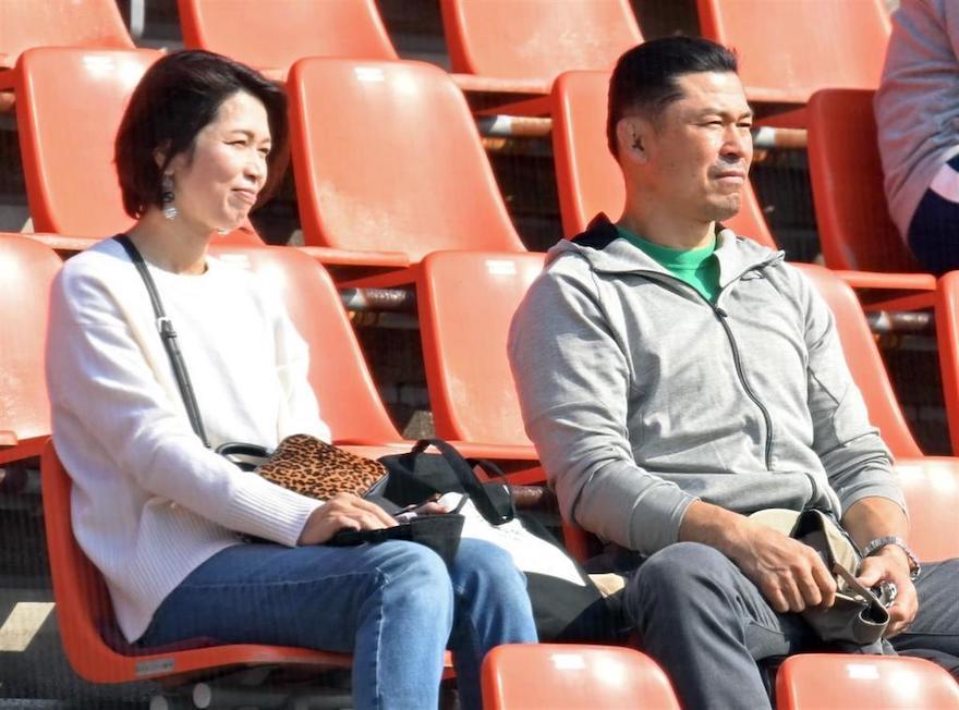 佐藤輝明選手の両親