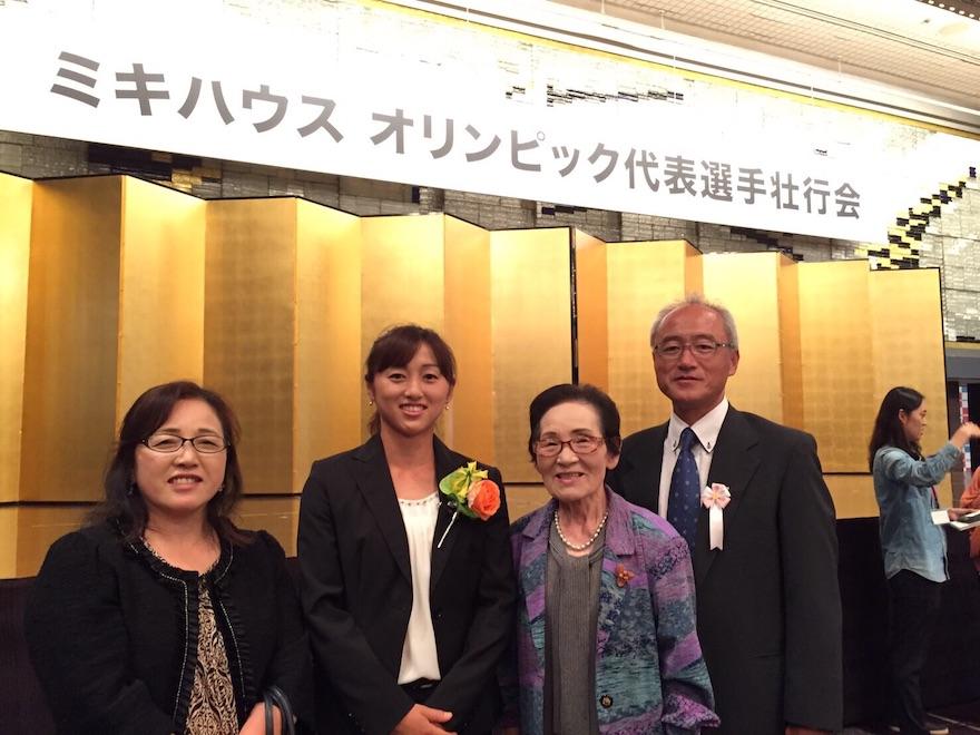 土井美咲選手の母親と祖父母